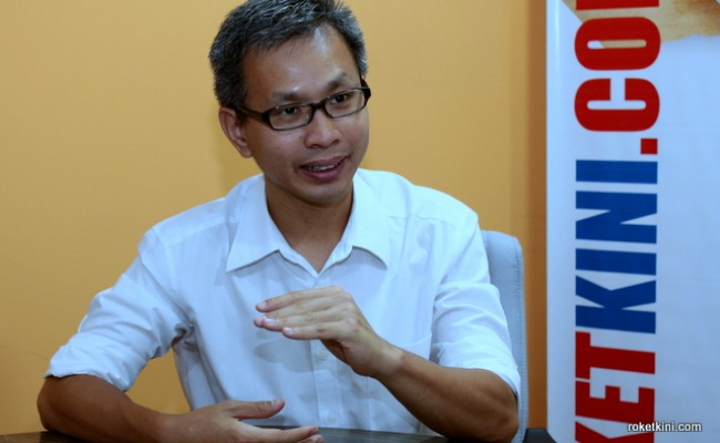02.03.12-INterview-tony pua-roketkini (5)