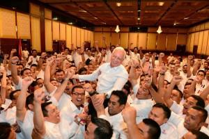 Pemuda UMNO julang Najib