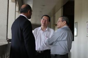 Setiausaha Agung DAP Lim Guan Eng dan Ketua Parlimen DAP Lim Kit Siang turut hadir di mahkamah.