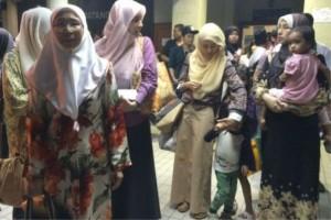 Keluarga Anwar di HKL.