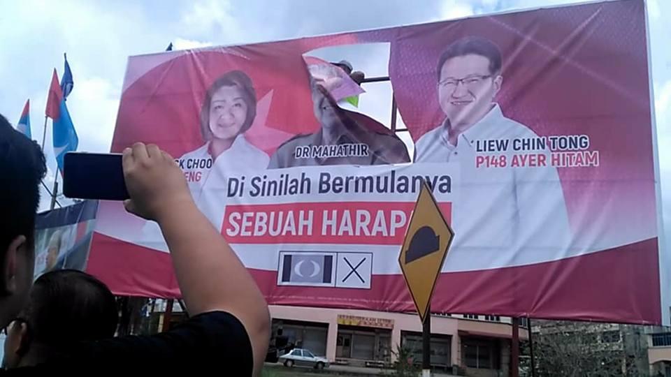 SPR potong buang gambar Tun Mahathir | roketkini.com